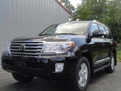 2013 TOYOTA LAND CRUISER V8 - BLACK ON BEIGE