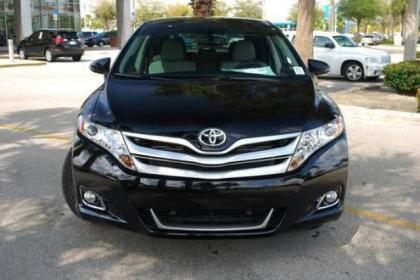 2013 TOYOTA VENZA LE - BLACK ON BEIGE