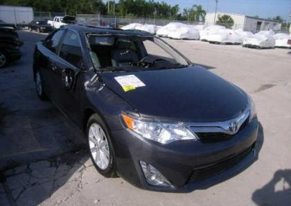 2013 TOYOTA CAMRY XLE - GRAY ON GRAY